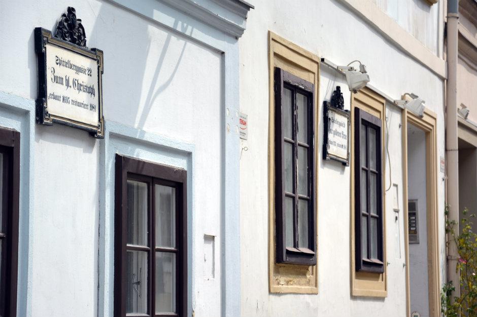 vienna-spittelberg-house-signs_940x626.jpg