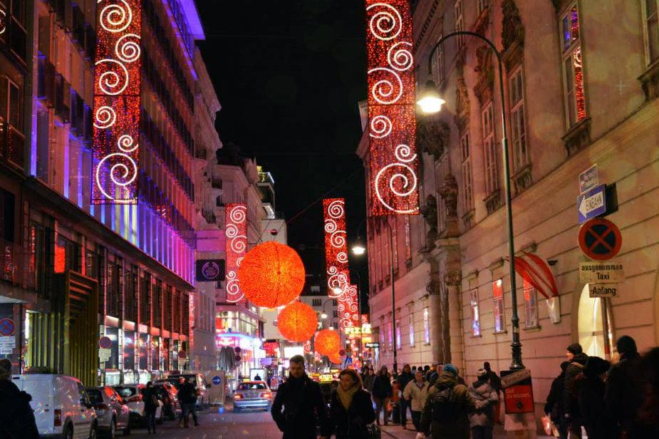 christmas-lights-rotenturmstrasse-vienna_940x626