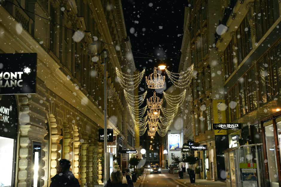vienna-christmas-lights-habsburgerstrasse_940x626