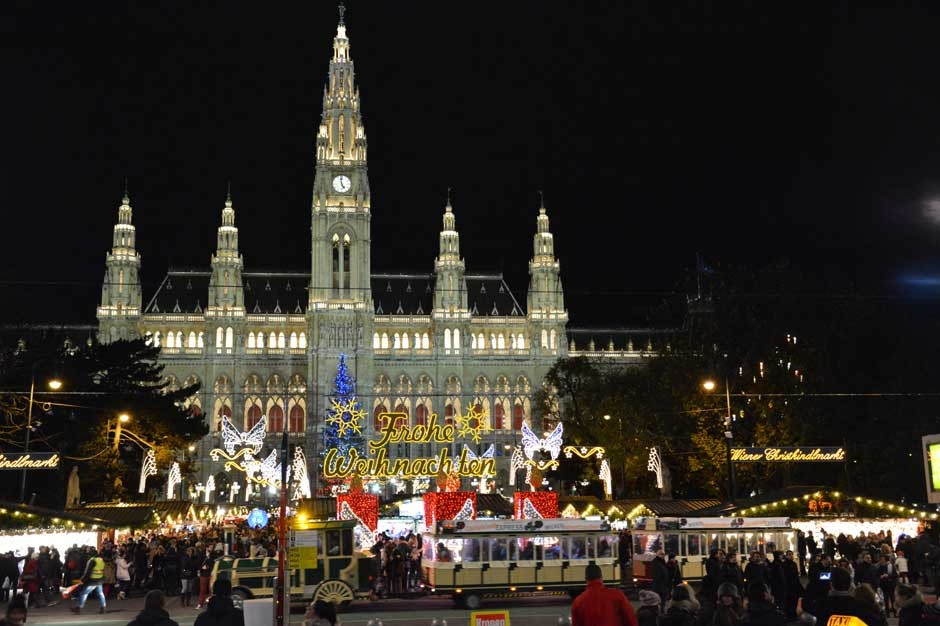 vienna-christmas-market-rathaus-city-hall_940x626