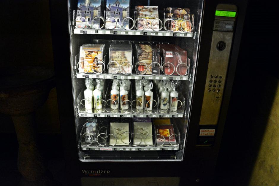 franziskaner-kirche-vienna-vending-machine_940x626